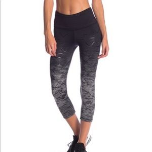 NEW • NUX • Madrid Leggings Camo Black Gray